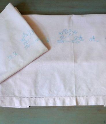 Parure de lit bébé en coton rose vintage