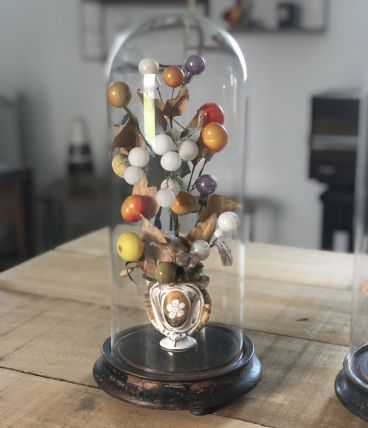 Jolie paire de globes de mariés avec la garniture