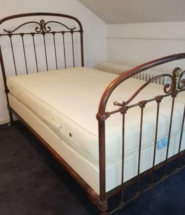 lit ancien en fer forgé authentique