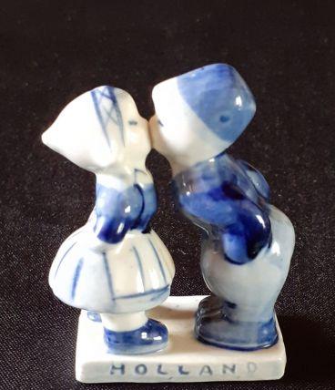 """Figurine """"premier baiser"""" en porcelaine"""
