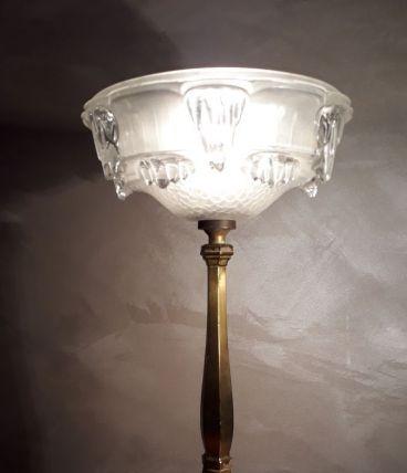 lampe de table de type calice artdeco