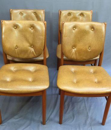 Suite de 4 chaises scandinaves en teck et skaï