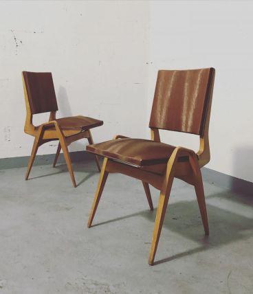 MAURICE PRÉ  Paire de chaises en orme.