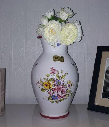 Joli vase motif fleuri, peint main