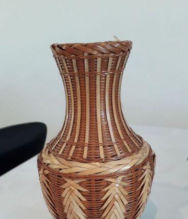 Vase en osier vintage