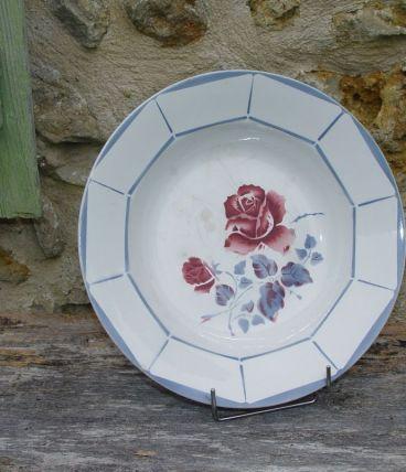 Plat creux ancien à décor de rose