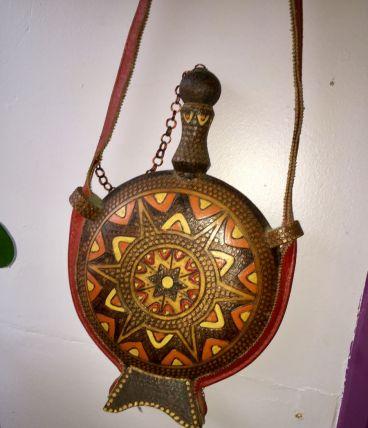 Gourde plate, bois peint décoré - Mandala - Yougoslavie