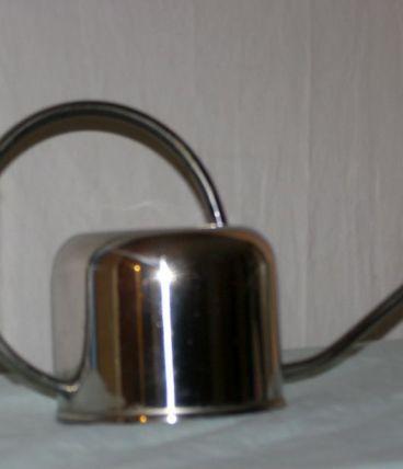 Art Déco: petit arrosoir en métal chromé