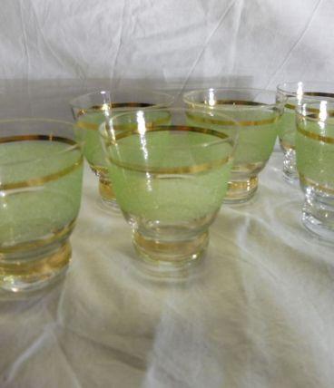 Service verres granités girés années 50 verts et dorés