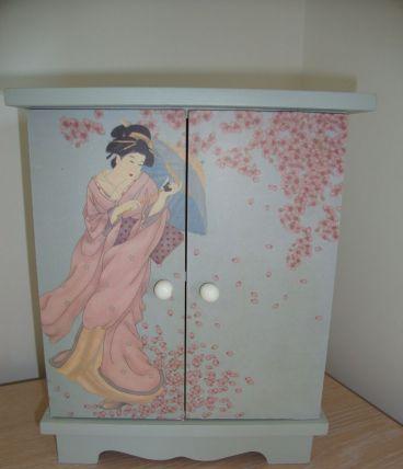 Petite armoire poupée ou boite rangement motif japonaise