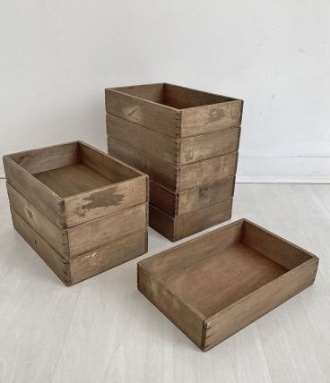 Lot de 9 petites caisses en bois vintage empilables