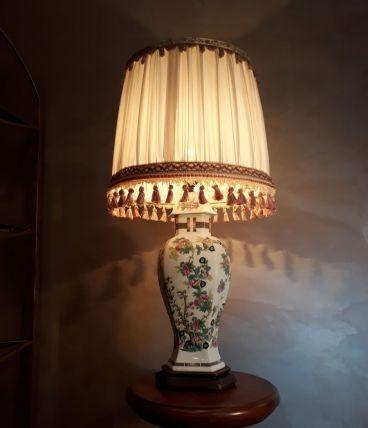 lampe  de type asiatique  en porcelaine  ,h 48cm signe  limo
