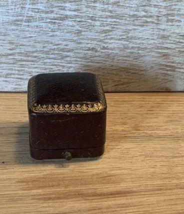 boîtier de bague ancien