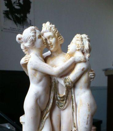 statuette nue