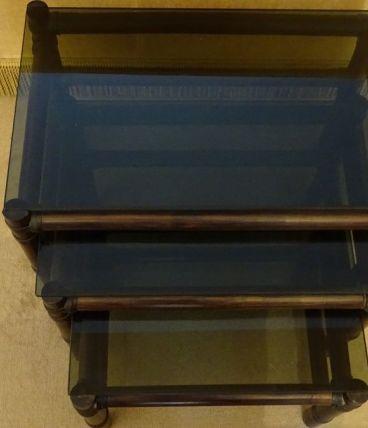 Tables gigognes en rotin et verre fumé
