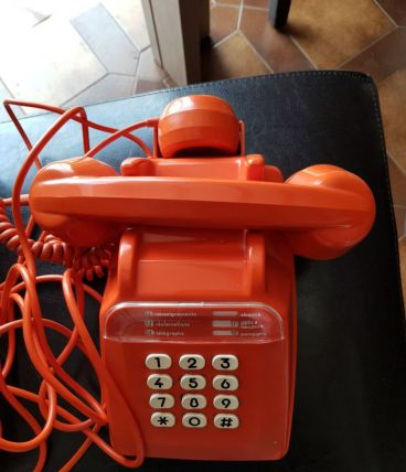 Téléphone à touche orange année 1979
