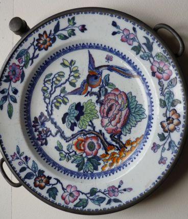 ancienne assiette chauffante faience et étain Bixon & Son