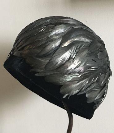Chapeau cloche à plumes des années 30
