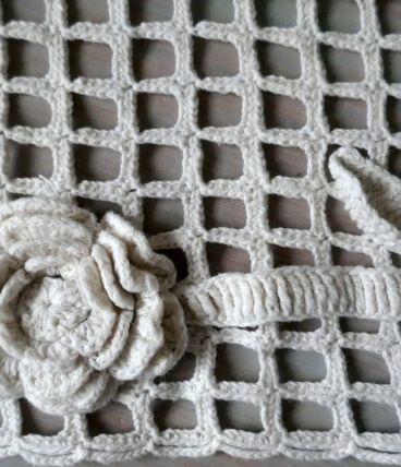Ancien napperon, centre de table, dessus de cheminée