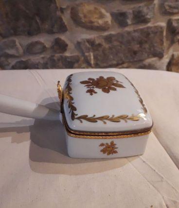 Boîte rare en porcelaine décorée main