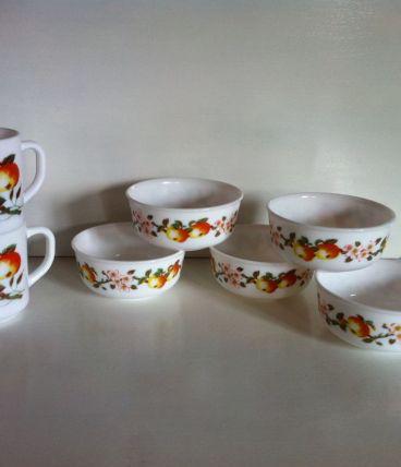 2 mugs et 5 ramequins vintages Arcopal