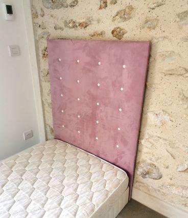 Tête de lit tapissée en suédine pour lit 1 place