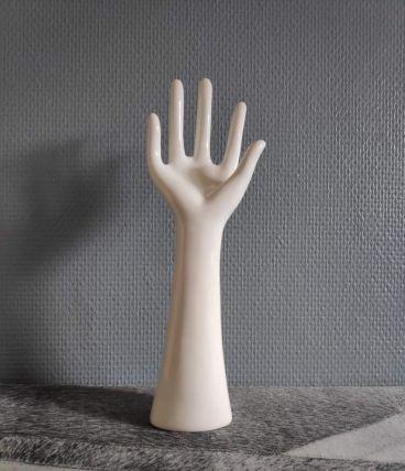 main baguier en céramique blanche