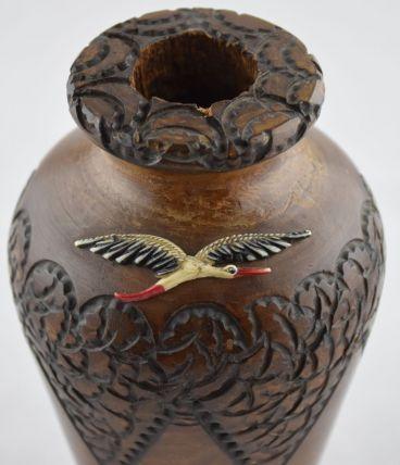 Vase Alsace en bois gravé signé Boli