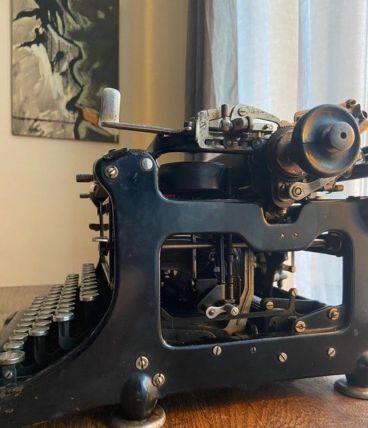 Ancienne machine à écrire CONTINENTAL