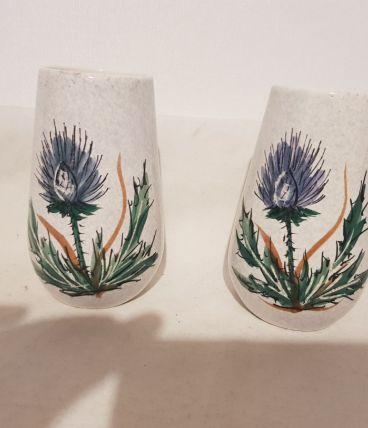 Paire de petits vases vintage en céramique décor aux chardon