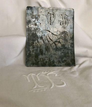Drap brodé avec monogramme, linge ancien