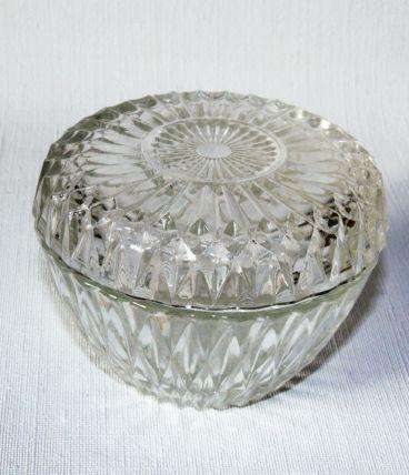 Sucrier vintage en verre moulé transparent.