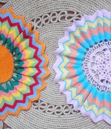 Deux napperons fait main (crochet) - Années 70