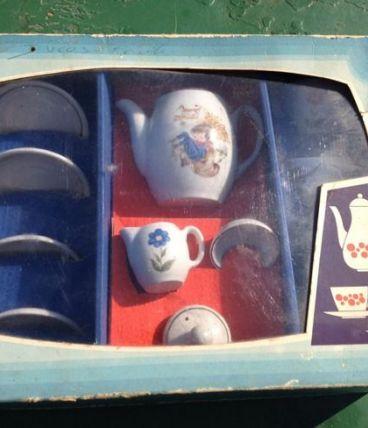 Deux dînettes en porcelaine