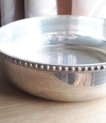 Plat apéritif avec anse en métal argenté