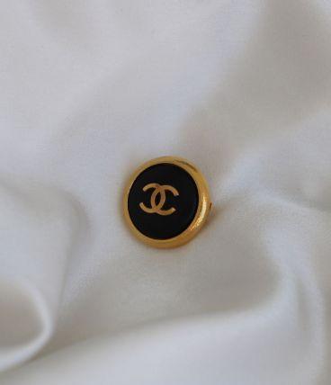 Broche bouton Chanel vintage