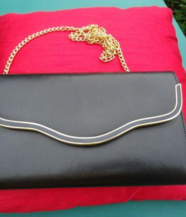 Sac noir4 poches chaine 50cm liseret noir vernis et doré