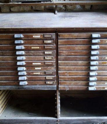 Meuble d'imprimerie avec casses