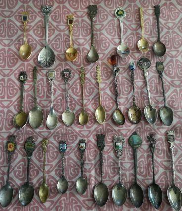 LOT d'anciennes petites cuillères de Collection ville pays e