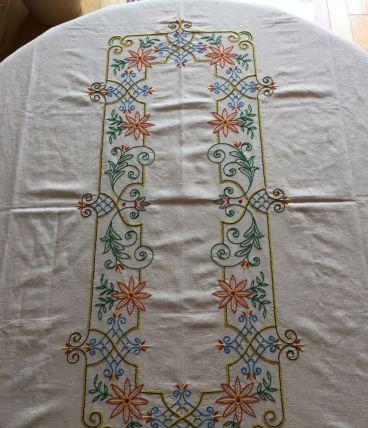 Nappe brodée et ses serviettes