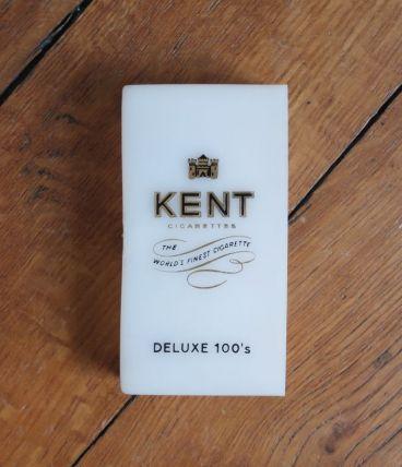 Etui pour cigarettes Kent, en plastique blanc