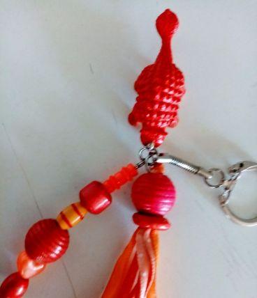 Porte clé dinosaure, bijou de sac, perles, pompon, rubans