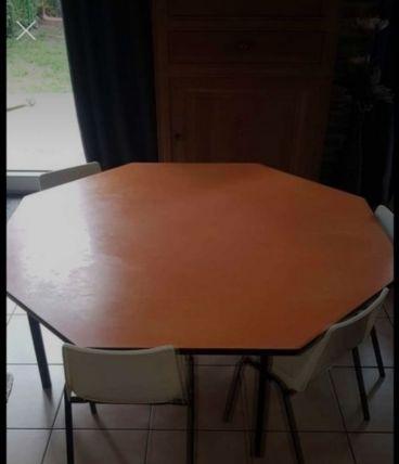 Grand table avec 4 chaises maternelle année 70