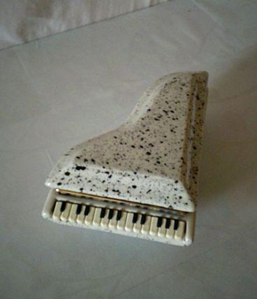 Boite à bijoux  en  forme de piano