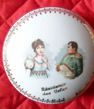 Bonbonnière en porcelaine DE LUXE