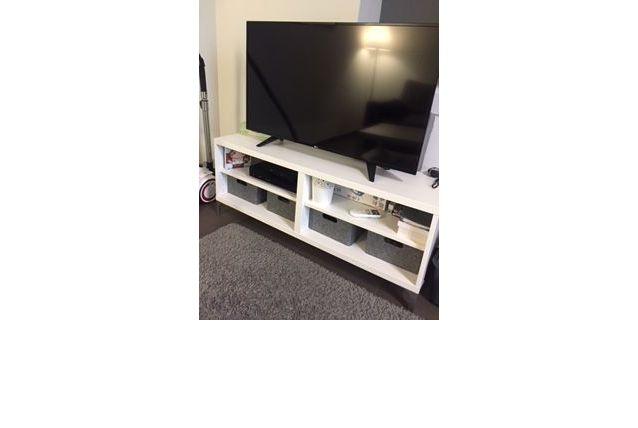 Meuble TV + 4 paniers gris offerts