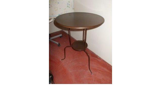 Jolie table d'appoint metallique