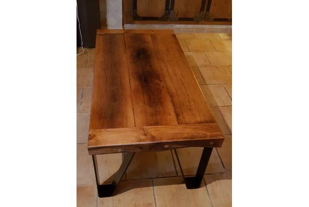 table de salon en chêne et pieds en fer