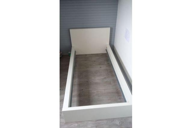 Cadre de lit blanc ikea malm