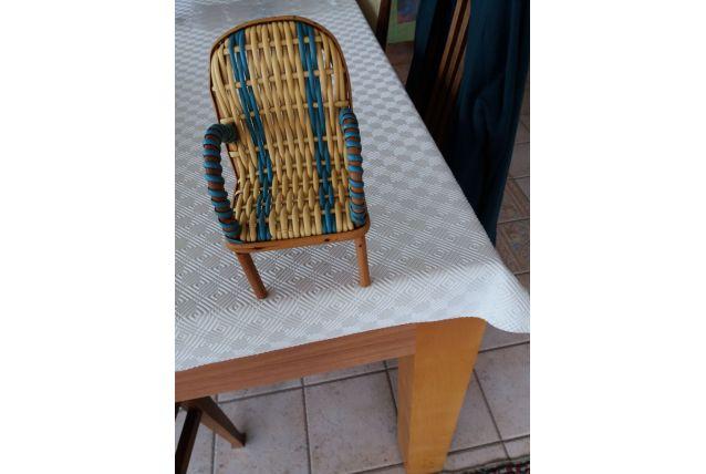 Petit fauteuil de poupée